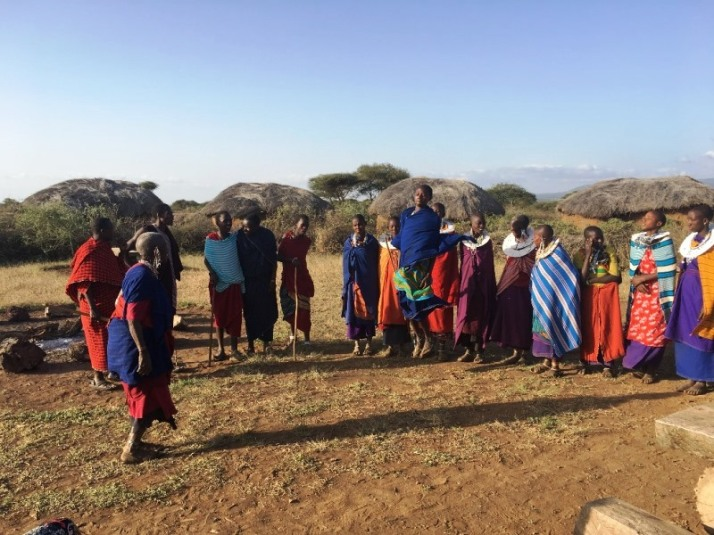 19 Maasai Bibi joins them