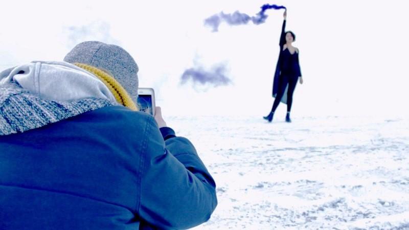 iphone - apple -smoke-bomb-photography-01