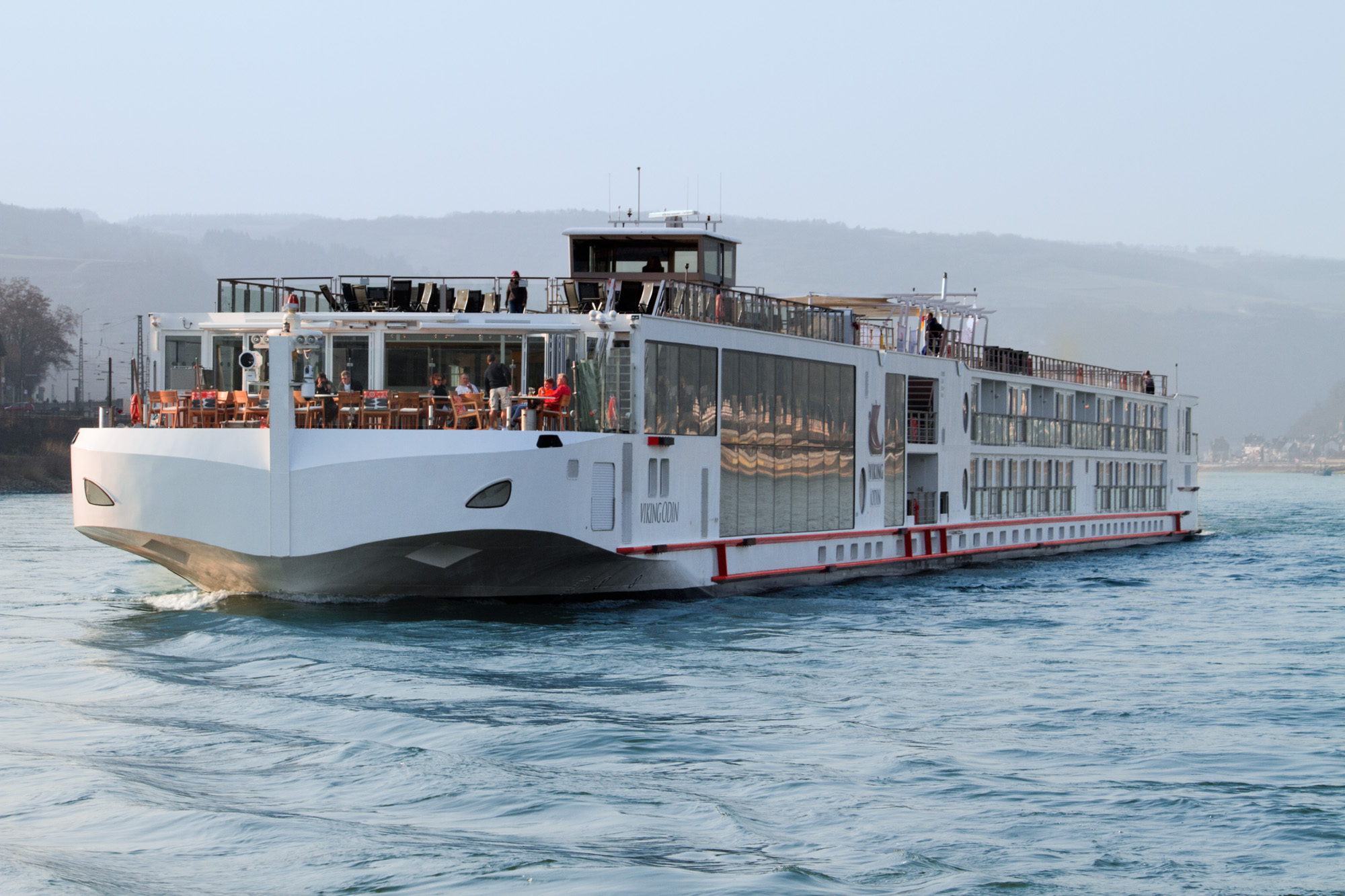 Ship-exterior_Longship_Viking-Odin_Rhine_Daytime_CC